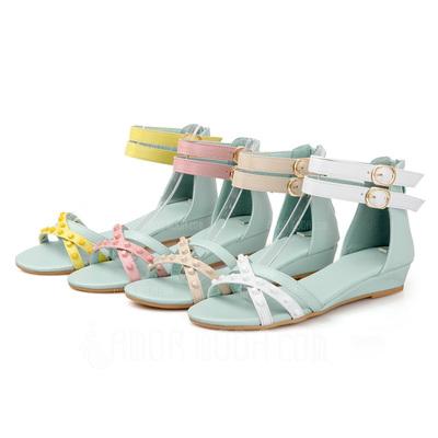 Kunstleder Keil Absatz Sandalen mit Schnalle Schuhe (087051186)