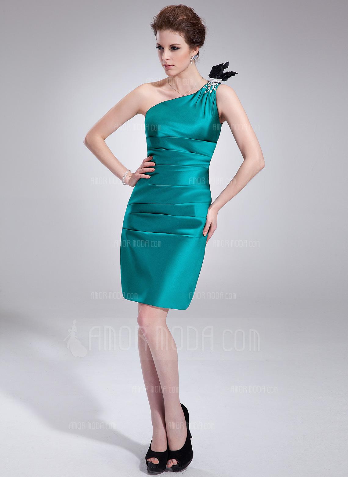 Etui-Linie One-Shoulder-Träger Knielang Charmeuse Cocktailkleid mit Rüschen Perlen verziert Federn (016021243)