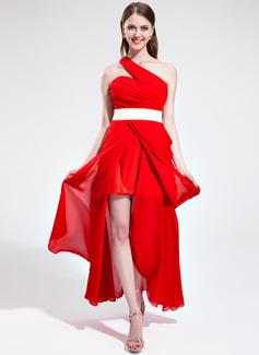 Forme Princesse Seule-épaule Asymétrique Mousseline de soie Robe bal d'étudiant avec Plissé Ceintures Fendue devant (018135321)