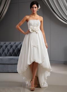 Forme Princesse Sans bretelle Traîne asymétrique Taffeta Robe de mariée avec Dentelle Fleur(s) À ruban(s) (002022672)