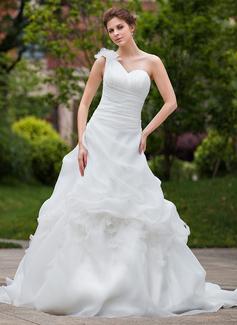 Forme Marquise Encolure asymétrique Traîne chappelle Organza Robe de mariée avec Plissé Fleur(s) (002000644)