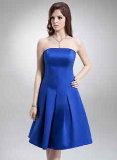 A-Line/Princess Strapless Knee-Length Satin Bridesmaid Dress (007000870)