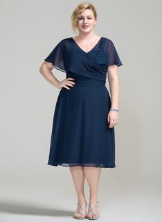 A-Linie/Princess-Linie V-Ausschnitt Knielang Chiffon Kleid für die Brautmutter mit Rüschen (008077021)