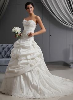 Forme Princesse Bustier en coeur Traîne chappelle Taffeta Robe de mariée avec Plissé Dentelle Emperler Fleur(s) (002022653)