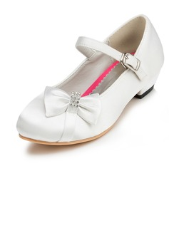 Flicka Stängt Toe Satin låg klack Flower Girl Shoes med Bowknot Strass (207095487)