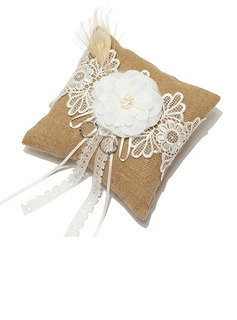 Splendor Ring Pillow in Linen With Lace (103052735)