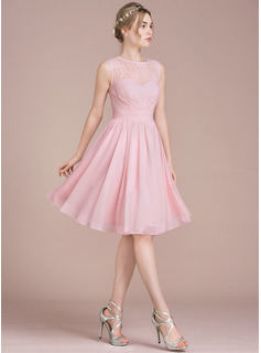 A-Line/Princess Scoop Neck Knee-Length Chiffon Lace Homecoming Dress With Ruffle (022116412)