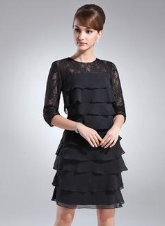 Etui-Linie U-Ausschnitt Knielang Chiffon Spitze Kleid für die Brautmutter mit Gestufte Rüschen (008005930)