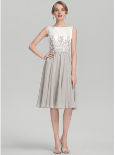 A-Line/Princess Scoop Neck Knee-Length Chiffon Satin Cocktail Dress With Beading Appliques Lace (016174160)