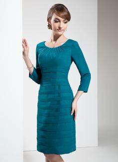 Etui-Linie U-Ausschnitt Knielang Chiffon Kleid für die Brautmutter mit Rüschen (008006614)