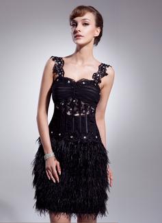 A-linjeformat Hjärtformad Knälång Tyll Fjäder Cocktailklänning med Rufsar Pärlbrodering Applikationer Spetsar (016008540)