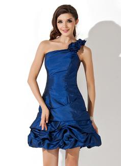 Forme Princesse Encolure asymétrique Court/Mini Taffeta Robe de soirée étudiante avec Plissé (022021075)
