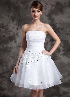 Corte A/Princesa Estrapless Altura de la rodilla Organdí Vestido de novia con Volantes Bordado Flores (002024068)