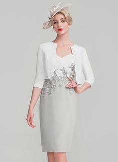 Etui-Linie Knielang Chiffon Spitze Kleid für die Brautmutter mit Rüschen (008114246)
