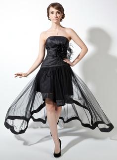 Forme Princesse Sans bretelle Traîne asymétrique Taffeta Tulle Robe bal d'étudiant avec Plissé Plumes (018021078)