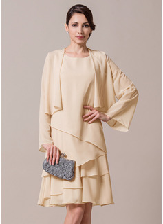 A-Linie/Princess-Linie U-Ausschnitt Knielang Chiffon Kleid für die Brautmutter mit Gestufte Rüschen (008065946)
