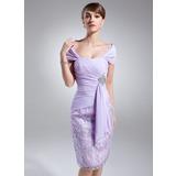 Etui-Linie Off-the-Schulter Knielang Chiffon Lace Kleid für die Brautmutter mit Perlstickerei Gestufte Rüschen (008006150)