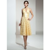 A-Line/Princess Halter Knee-Length Lace Bridesmaid Dress With Ruffle (007001132)