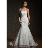 Trumpet/Mermaid Strapless Chapel Train Tulle Lace Wedding Dress (002000634)