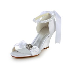 Vrouwen Satijn Wedge Heel Sandalen Wedges met Strik Imitatie Parel Strass Ribbon Tie (085026905)