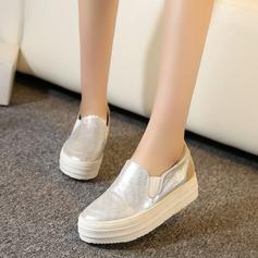 Vrouwen Kunstleer Wedge Heel Closed Toe Wedges met Gesplitste Stof schoenen (086119393)
