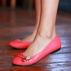 Kvinner Lær Flat Hæl Flate sko Lukket Tå med Spenne sko (086124736)