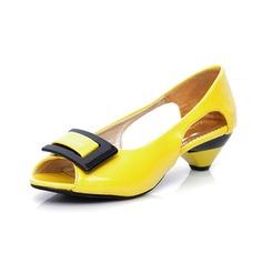 Kvinnor Konstläder Låg Klack Sandaler Pumps Peep Toe med Spänne skor (087046825)