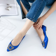 Kvinner Satin Flat Hæl Flate sko Lukket Tå med Rhinestone sko (086129685)
