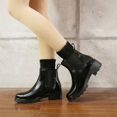 Frauen PVC Niederiger Absatz Stiefel Stiefel-Wadenlang Regenstiefel mit Niete Schuhe (088131043)