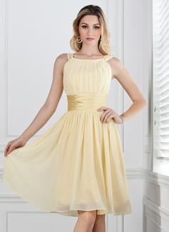 A-Line/Princess Scoop Neck Knee-Length Chiffon Bridesmaid Dress With Ruffle (007004142)
