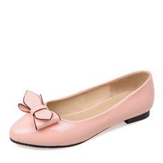 Women's PU Flat Heel Flats Closed Toe With Bowknot shoes (086141409)