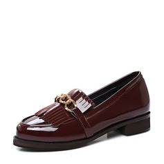 Women's Patent Leather Flat Heel Flats Closed Toe With Tassel shoes (086119367)
